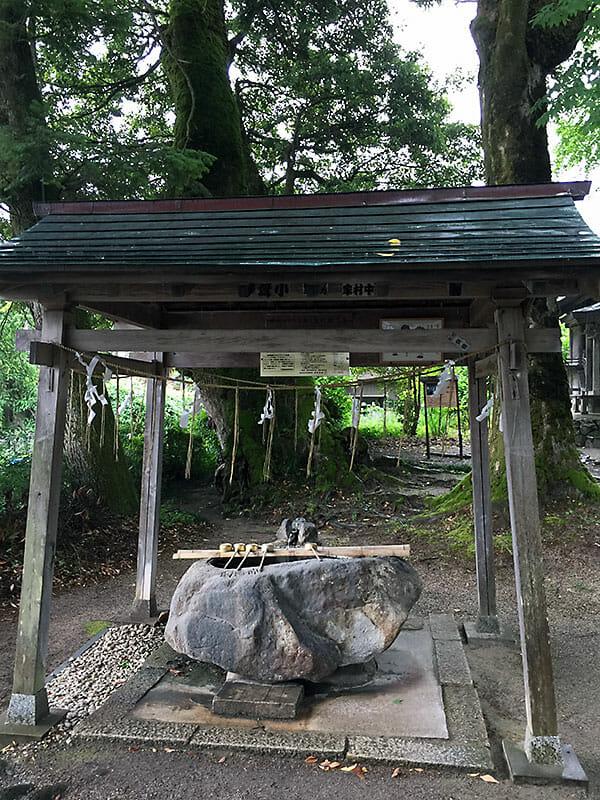 三朝神社 温泉水を使った手水・飲泉場