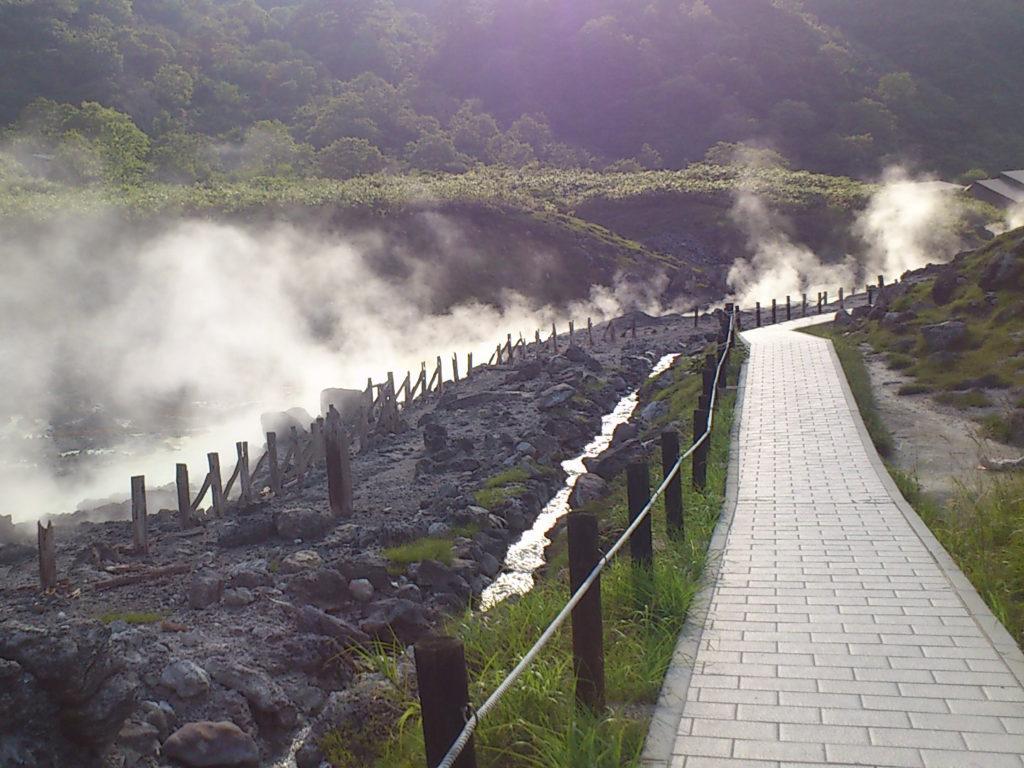 玉川温泉 湯の川沿いの遊歩道