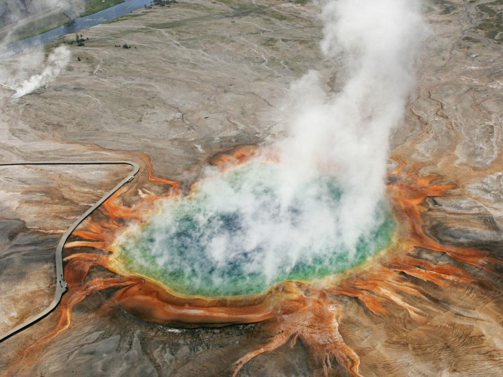 アメリカの巨大な温泉 航空写真