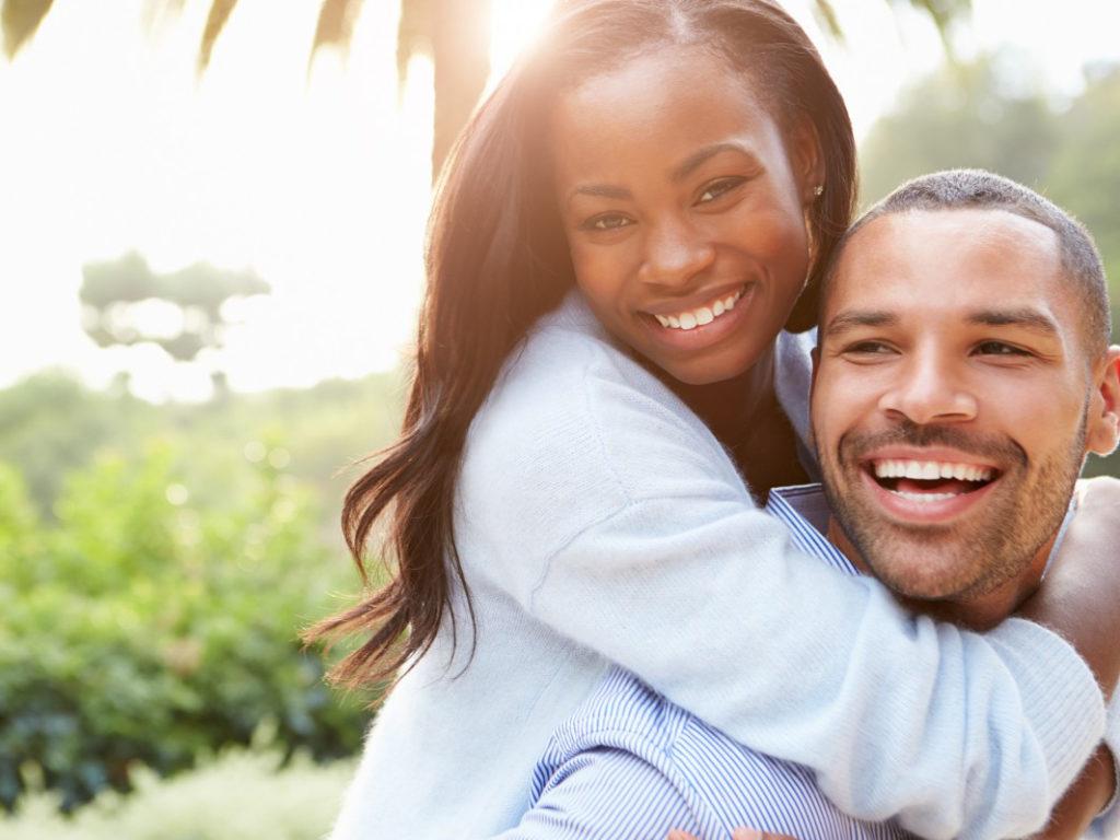 現代のアフリカ系アメリカ人のカップル